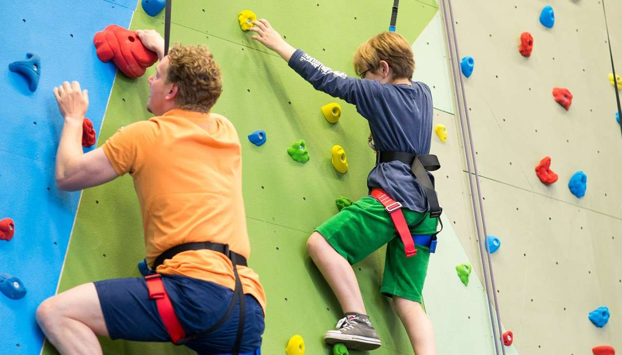 Climbing wall with circlular patterns to climb with